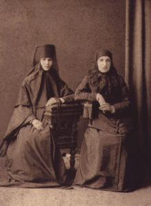 Игумения Евдоксия (слева). Нач. ХХ