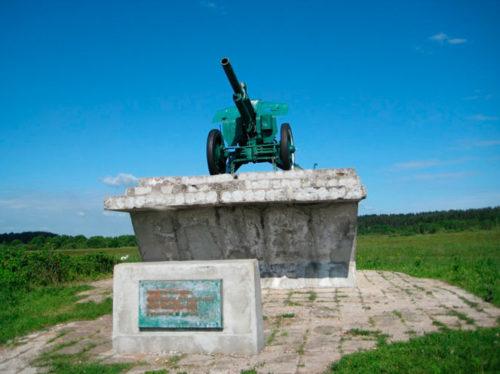 Памятник погибшим героям на берегу Орши близ Вознесенского Оршина монастыря.