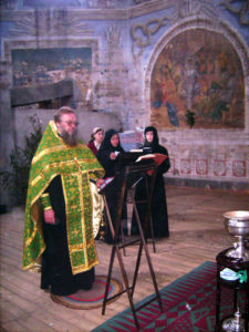Первый монастырский молебен в храме Троицы за Волгой в Духов день 2008 г.