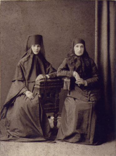 Игумения Евдоксия (слева)