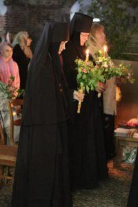 Первая литургия в возрожденном храме